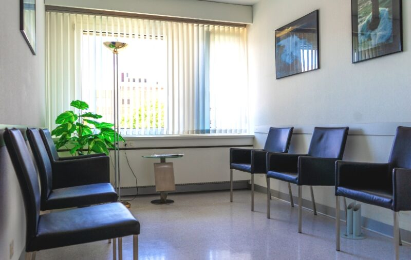 Wartezimmer Dr. med. Stouthandel Thun